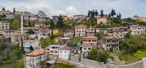 Ortamahalle pandemi sonrasına hazırlanıyor Osmanlı Dönemi'ne ait evleri, Arnavut kaldırımlı taş sokakları ve çeşmeleri aslına uygun olarak restore ediliyor 13 tescilli yapı ve 11 tescilsiz yapının restorasyonunun devam ettiği Ortamahalle'de sokakların döşeme kaplamaları ile aydınlatma sistemleri de yenileniyor