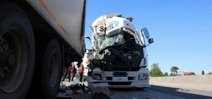 D650'de korkutan kaza: Lastiği patlayan tanker, tıra çarptı Yaralı sürücü sıkıştığı yerden itfaiye ve vatandaşlar yardımıyla kurtarıldı