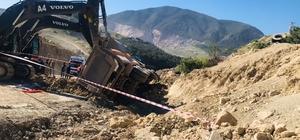 Devrilen kamyonun sürücüsü hayatını kaybetti Direksiyon hakimiyetini kaybedip atladı, devrilen kamyonun altında can verdi