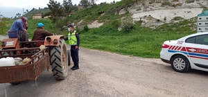 Gördes'te jandarma trafik ekiplerinden broşür