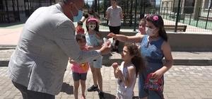 Bayram geleneği yaşatıldı: Çocuklara harçlık ve şeker dağıtıldı