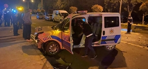 Polisten kaçan sürücü kurulan barikattaki araçlara çarptı
