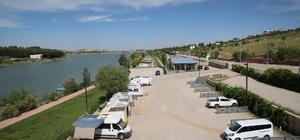 Gaziantep'ten karavan turizmi atağı Alleben göletinin kıyısı karavancıların tatil mekanı oldu Şahin: Karavan özgürlüktür, karavan mutluluktur