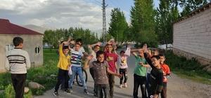 Kızılay köyde yaşayan çocukları unutmadı