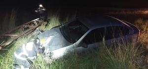 Otomobil elektrik direğine çarptı, faciadan dönüldü