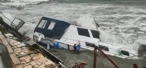 İzmir'de fırtına etkili oluyor: Dikili'de tekneler battı Dikili'de fırtına tekneleri batırdı