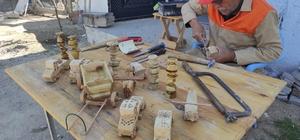 (Özel) En doğal oyuncak Marangoz ustası ağaçları oyarak yüzlerce oyuncak yaptı