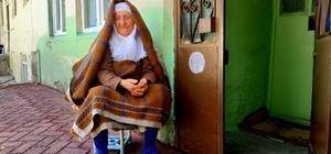 98 yaşındaki kadına sahte parayla zekat verdiler Yaşlı kadının bir yıl arayla başına gelmeyen kalmadı, ilk önce parasını çaldırdı, sonra sahte parayla kandırıldı