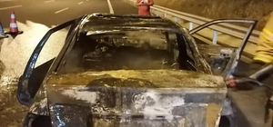 İzmir'de seyir halindeki otomobil yandı