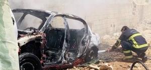 Park halindeki 2 araç yandı