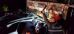 Erzurum'da kamyona çarpan otomobilde zamana karşı mücadele: 2'si ağır 3 yaralı