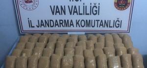 Uyuşturucu kaçakçılarının buluşma noktasına operasyon Başkale'de 66 kilogram eroin ele geçirildi