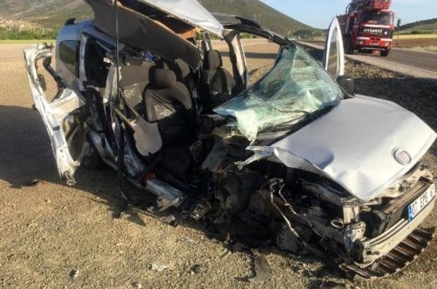 Isparta'da yolcu otobüsü ile hafif ticari araç çarpıştı: 1 ölü