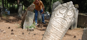 Kemalpaşa, Osmanlı mezarlarını ağırlıyor Kemalpaşa ilçesi, İstanbul ve Bursa'dan sonra en fazla eski mezar taşına sahip yerlerden biri