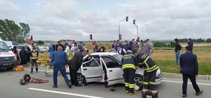 Nikaha giden aile kaza yaptı: 6 yaralı Servis minibüsü ile otomobil çarpıştı