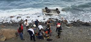 5 kişinin bulunduğu araç denize uçtu