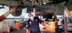 Kayseri'de otomobile giren 1 metrelik yılan itfaiye ekipleri tarafından çıkarıldı
