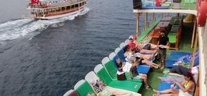 Sahiller Ukraynalılara kaldı 28 Nisan'da Türkiye'ye uçuşları açan Ukrayna'dan Muğla'ya gelen turistler deniz, kum ve güneşin yanında tekne turlarına da büyük rağbet gösteriyor