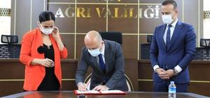 Ağrı Valisi Varol, Dünya İnsani Dayanışma Derneği tarafından yaptırılacak olan okulun protokolünü imzaladı