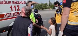 Ambulansı binmek istemeyen yaralı kız çocuğunu polis ikna etti Otomobilin bisiklete çarpması sonucu yaralanan ve ambulansa binmek istemeyen 8 yaşındaki kız çocuğu kendisini ikna etmek isteyen trafik polisine ön tarafa oturma şartıyla ambulansa bineceğini söyledi Ambulansın ön tarafına oturtulan yaralı kız çocuğu yanına gelen annesinin bayılması üzerine ambulansın arka kısmına geçerek annesiyle birlikte hastaneye kaldırıldı