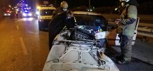 Otomobil önce aydınlatma direğine ardından bariyere çarptı: 3 yaralı