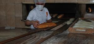 Hem ekmek ustası hem şarkıcı Bir yandan ekmek yapıyor, bir yandan müzik 30 yıllık ekmek ustası, söz ve müziği kendisine ait parçalara klip çekiyor