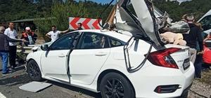 Viraj bariyerlerine ok gibi saplanan otomobildeki çocuk hayatını kaybetti