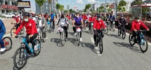 Dünya Bisiklet Günü'nde 500 kişi pedal çevirdi Büyükşehir Belediye Başkanı ve beraberindekiler 6 kilometre bisiklet sürdü