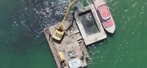 """Van Gölü'nde kötü kokuya neden olan dip çamur temizliği başladı Van Valisi ve Büyükşehir Belediye Başkan Vekili Mehmet Emin Bilmez: """"Bundan sonraki süreçte dip çamuru temizliği yapacağız"""" """"Atık sular Van Gölü sahilinde ciddi bir dip çamuru oluşturmuş"""""""