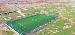 Karaköprü kırsalında yapılan çim sahalar hizmete sunuldu