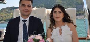 """Mutluluğa Kozan Barajı'nda """"evet"""" dediler Kısıtlamaların ardından baraj görüntü tedbirli nikah merasimi yapıldı"""