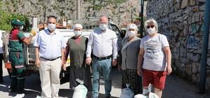 Dünya çevre gününde 30 ton kireç dağıtıldı Menteşe Belediye Başkanı Bahattin Gümüş, 5 Haziran Dünya Çevre Günü etkinlikleri kapsamında vatandaşlara 30 ton kireç dağıttı.