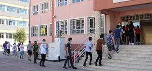 İzmir'de Covid-19 tedbirli LGS heyecanı 6 korona virüslü öğrenci için ayrı okul açıldı