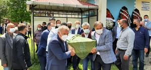 Başkan Yardımcısı Aksu'nun acı günü Kartal Belediye Başkan Yardımcısı Mustafa Oktay Aksu'nun vefat eden annesi, memleketi Ordu'da son yolculuğuna uğurlandı