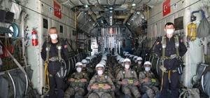Komandoların paraşüt kursu nefesleri kesti 28'inci Dönem Komando İhtisas Statik Paraşüt Temel Kursu başarıyla tamamlandı