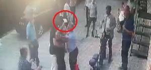İzmir'de CHP'liler birbirine girdi: O anlar kamerada İzmir'de CHP'li delege, Belediye Başkan Yardımcısı'na satırla saldırdı