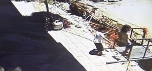 (Özel) Çukura düşen çocuğun yardımına üniversiteli genç yetişti Olay anı güvenlik kameralarına yansıdı