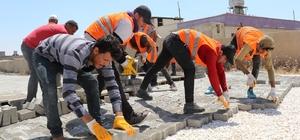 Akçakale kırsalındaki kilitli parke çalışmaları devam ediyor