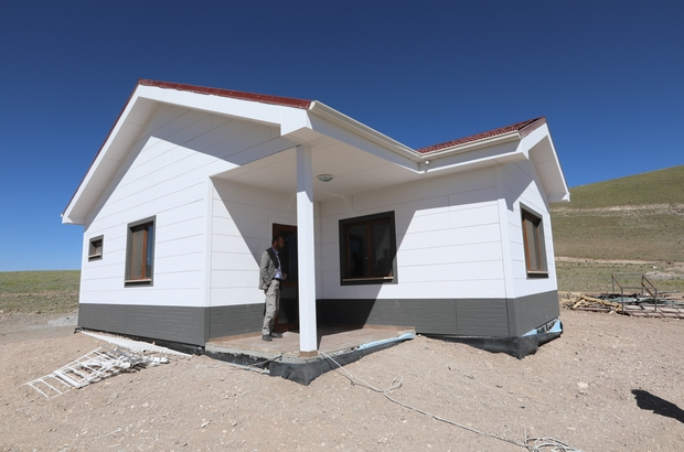 Van'da villa tarzı örnek deprem konutu tamamlandı