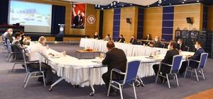 Muğla Apiterapi merkezi çalışmaları hızlandı Muğla'da kurulacak 'Apiterapi Merkezi' çalışmalarının toplantıları Vali Orhan Tavlı Başkanlığında devam ederken, merkezin yeni istihdam oluşturacağı açıklandı.