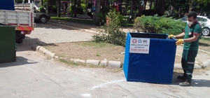 Eskiyen sepetler değiştiriliyor Menteşe Belediyesi ekipleri deforme olan ve ihtiyaca cevap veremeyecek duruma gelen geri dönüşüm sepetlerini yenileri ile değiştiriyor.