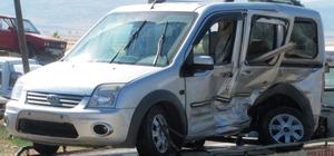 Araban'da iki araç çarpıştı: 10 yaralı