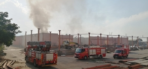 Turgutlu'da yıkımı yapılan soğuk hava deposunda yangın