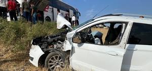 Otobüse çarpan araç şarampole uçtu: 1 yaralı Hatalı sollamanın kazaya neden olduğu iddiası