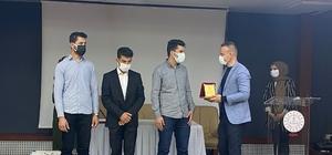Ağrı Milli Eğitim Müdürü Tekin, dereceye giren öğrencilere ödüllerini verdi