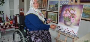 """Engellere kafa tutan kadın: """"Şalvarlı ressam"""" Dağ köyünde yaşayan bedensel engelli Meryem Düzgün Kaya tablolarıyla hayran bırakıyor"""