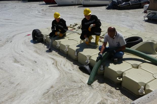Çanakkale Boğazı'nda müsilaj temizliği 3'üncü gününde devam ediyor
