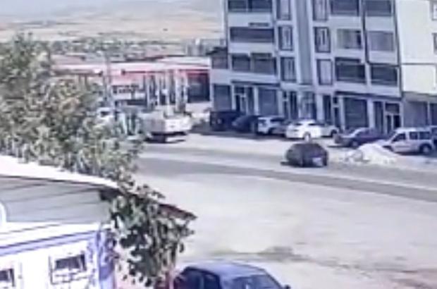 Elazığ'da otomobilin hurdaya döndüğü kaza, kameralara yansıdı