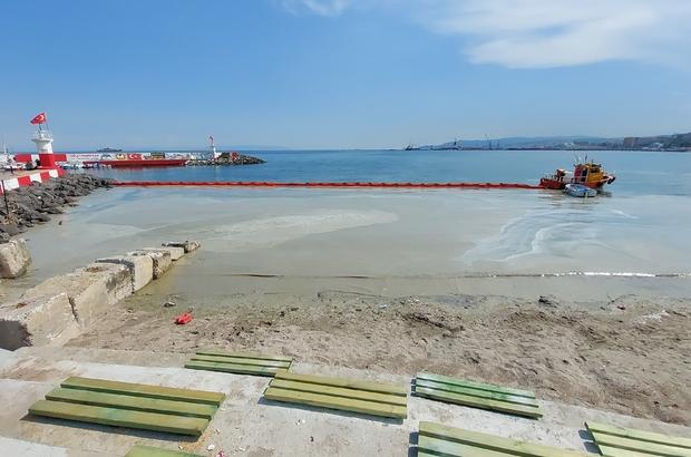 Kabus 1 gün arayla yeniden kirli yüzünü gösterdi Yeniden salya ile kaplanan Tekirdağ kıyılarında temizleme çalışmaları