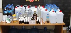 KOM ekiplerinden çadıra sahte alkol baskını Muğla Emniyet Müdürlüğü Marmaris KOM Grup Amirliği ekipleri tarafından Marmaris Hisarönü Mahallesinde çadırda sahte alkol üreten şüpheli ve 120 litre sahte alkol ele geçirildi.